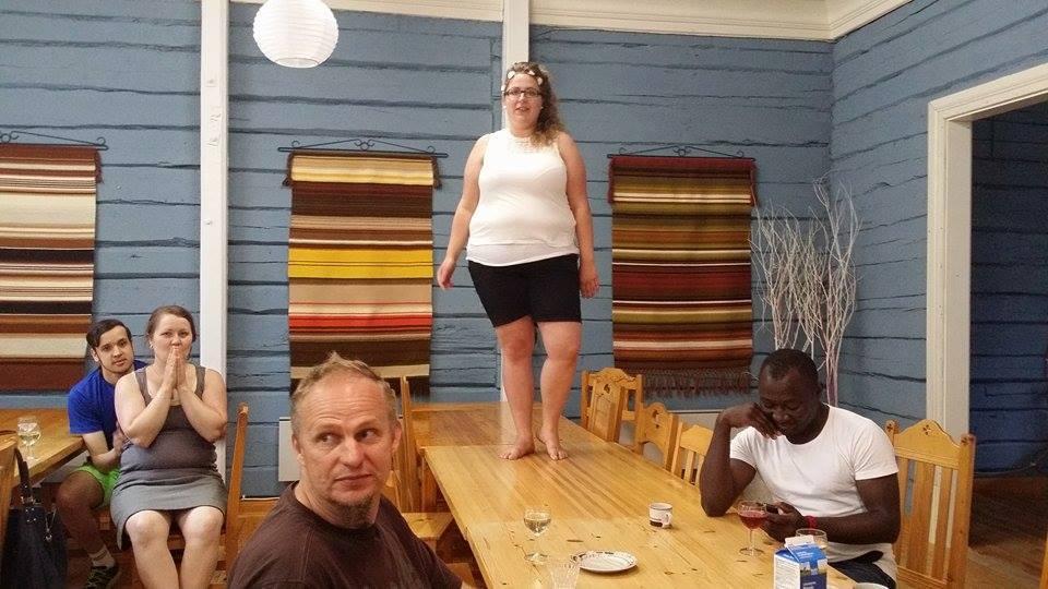 Johanna Kristo hyppäsi pöydälle tulevan hallituksen LIOksi.